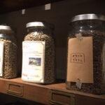 新しいカフェインレスのコーヒー、生豆の香りをかぐとすごい「干し梅」のにおい