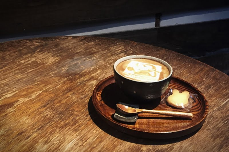 近所ではないですが、知人がコーヒー屋をぞくぞくオープン。