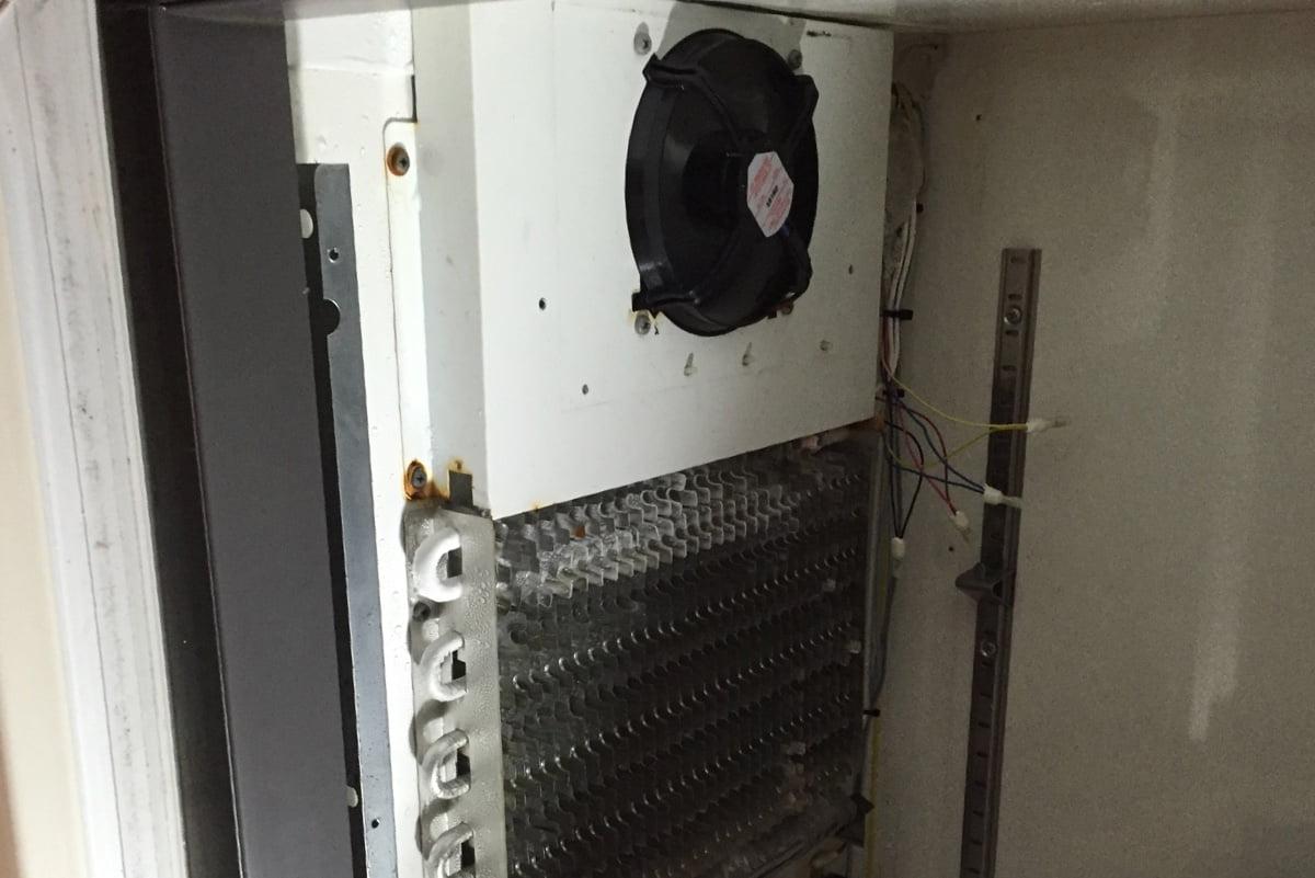 業務用冷蔵庫から変な音が出るようになりました